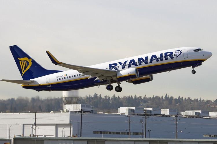Ryanair Россия - рейсы авиакомпании Ryanair из Москвы и Санкт-Петербурга